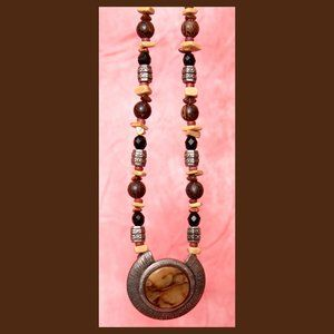 A Vintage Chico's Necklace w/Earth Tone Colors